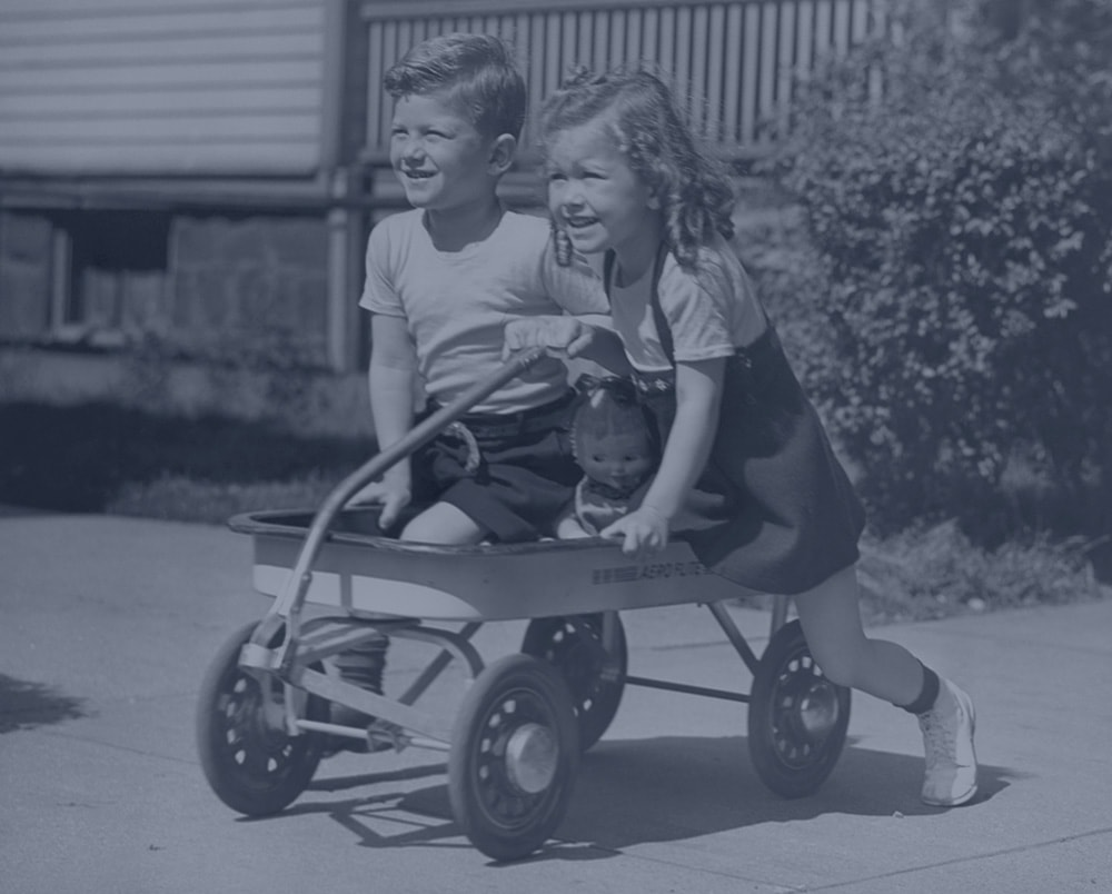 kids orthodontic services -boy and girl on wagon